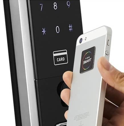 باز کردن درب توسط کارت های چسبناک به موبایل