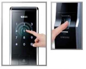 کنترل قفل و باز کردن درب ورودی ساختمان توسط رمز و اثر انگشت