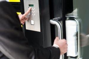 کنترل ورود و خروج توسط رمز