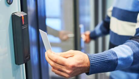 بررسی عملکرد دستگیره درب کارتی برای کنترل دسترسی